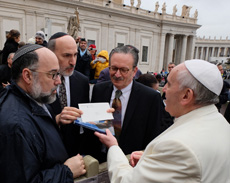 rabbis with pope francis image